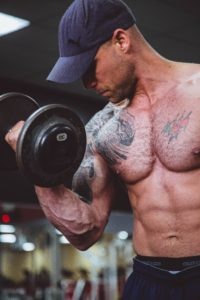 Bodybuilding trainer lifting weight